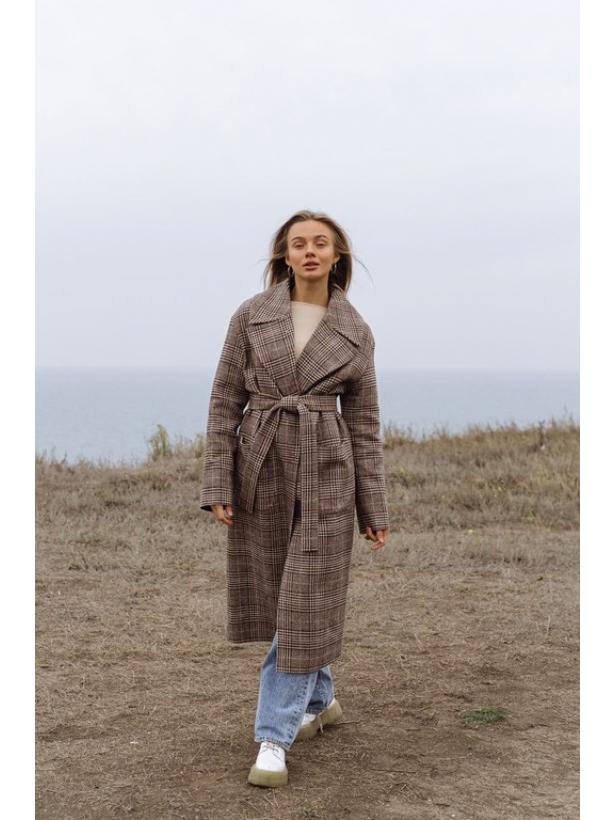 Зимнее коричневое пальто миди в клетку