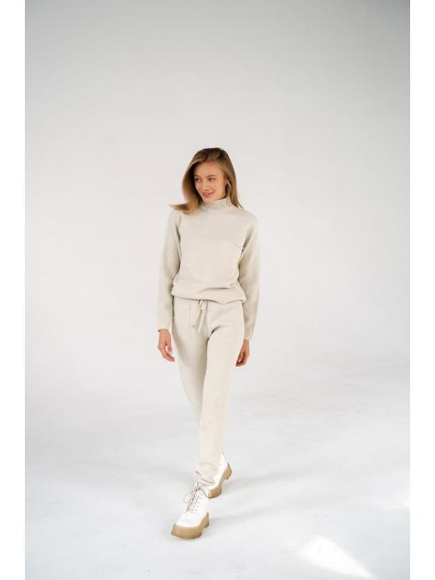 Бежевый кашемировый костюм с карманом
