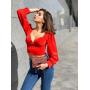 Красная блузка с пышными рукавами