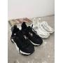 Модные черные кроссовки Италия
