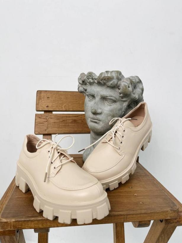 Бежевые туфли броги Италия
