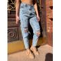 Светло-голубые рваные джинсы mom