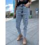 Светло-голубые джинсы с дырками
