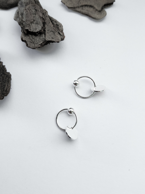 Серебряные серьги с круглыми подвесками