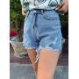 Голубые джинсовые шорты с рваными краями
