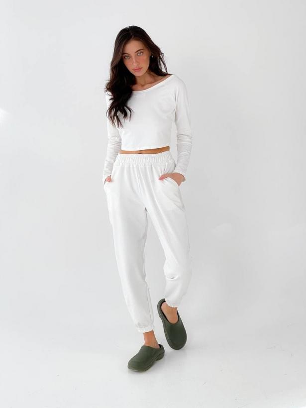Белый спортивный костюм с топом