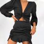 Черное платье мини по фигуре с вырезом на животе
