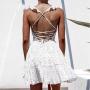 Белое платье в точку с открытой спиной