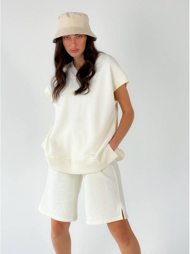 Молочный костюм с шортами 7 DAYS