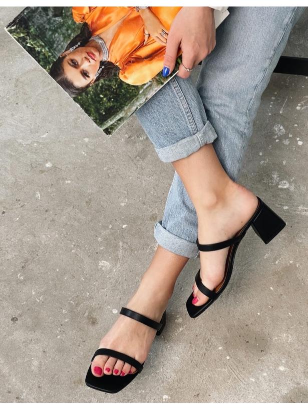 Черные шлепанцы на толстых каблуках Италия