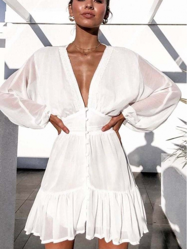 Белое шифоновое платье с кружевной отделкой