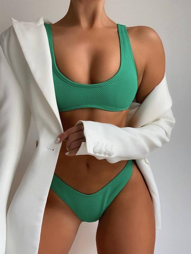 Зеленый купальник бикини