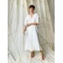 Белое льняное платье миди на запах