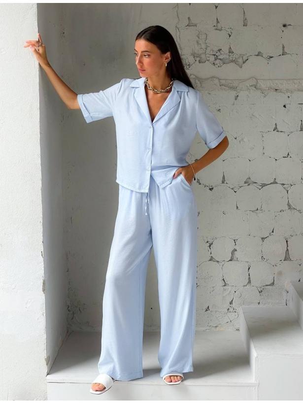 Голубой летний костюм брюки палаццо с рубашкой