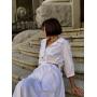 Белое льняное платье с вырезами по бокам