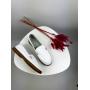 Белые кожаные туфли лоферы с золотой деталью