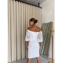 Нарядное белое платье с открытыми плечами