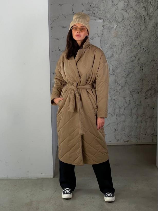 Темно-бежевый стеганный пуховик пальто миди