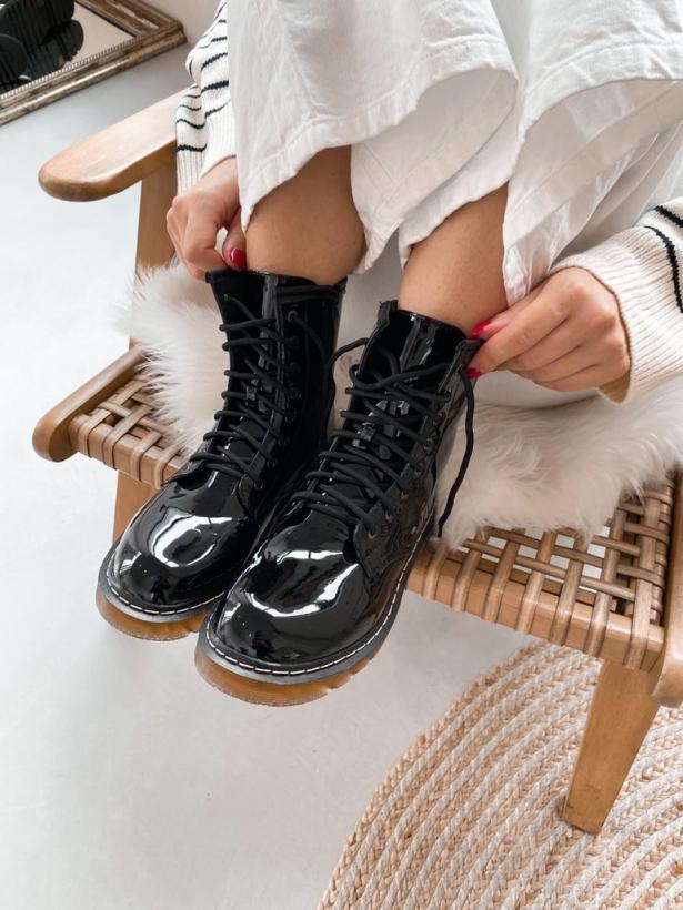 Черные глянцевые ботинки на шнуровке Италия