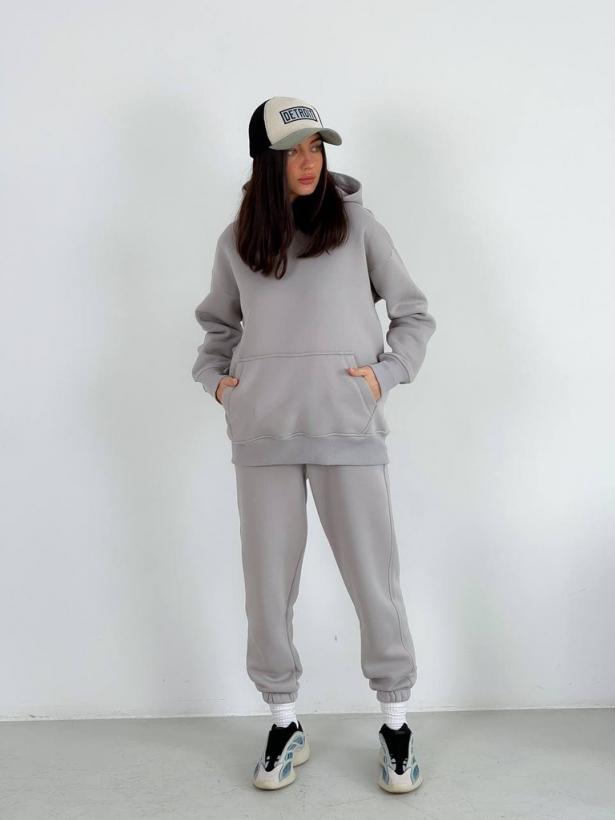 Пепельно-серый теплый костюм с капюшоном