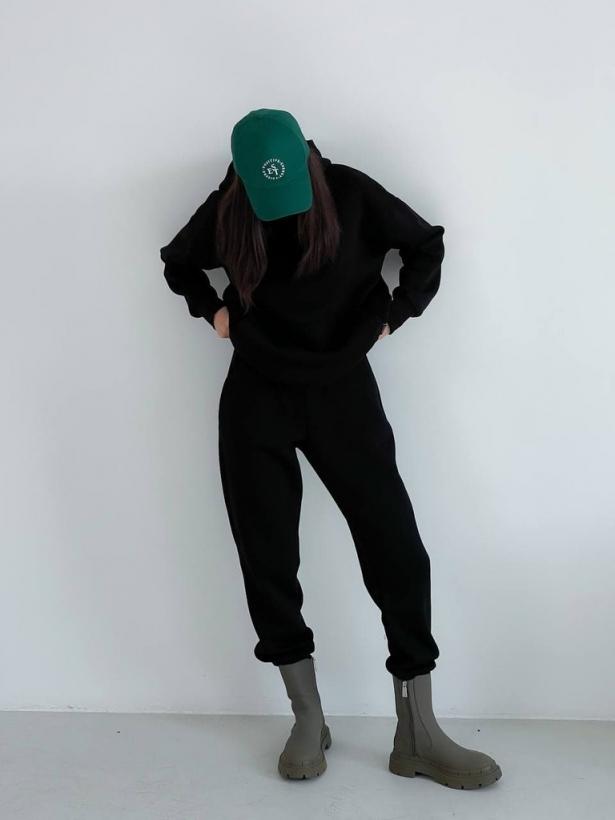 Черный теплый спортивный костюм с капюшоном