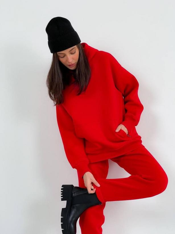 Красный теплый костюм с капюшоном
