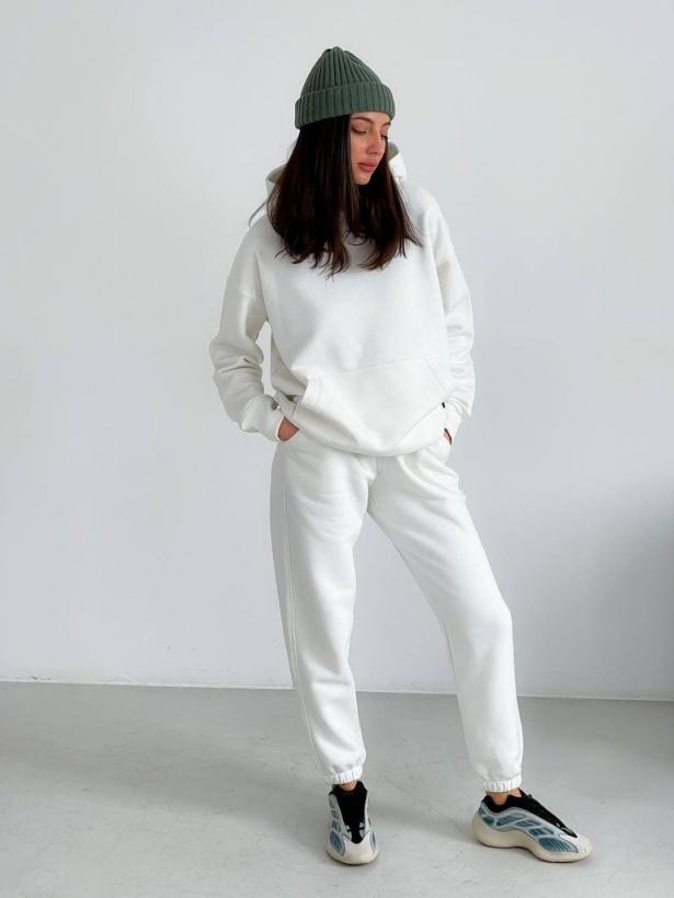 Белый теплый спортивный костюм с капюшоном