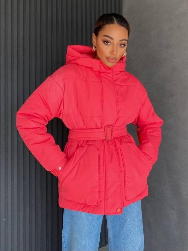 Ярко-розовая демисезонная куртка с поясом