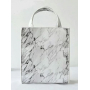 Белая мраморная сумка через плечо