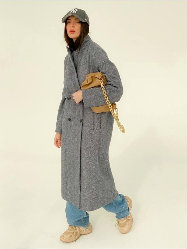 Серое прямое двубортное пальто