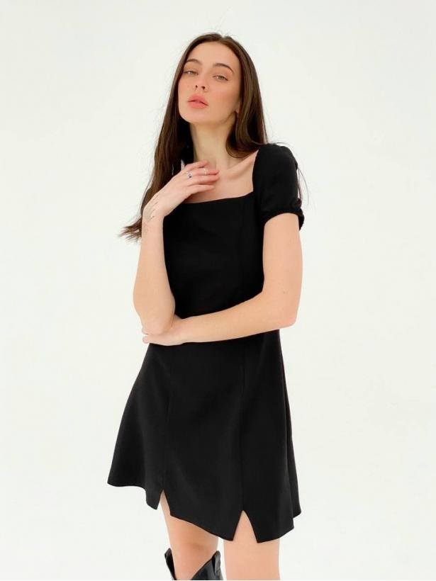 Черное платье мини с разрезами