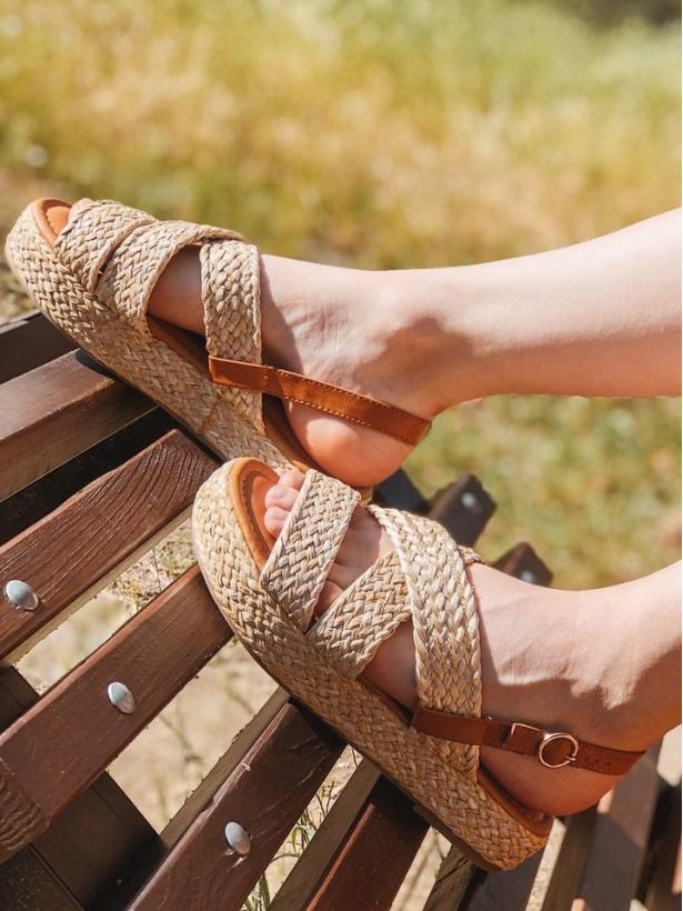 Бежевые плетеные сандалии Италия