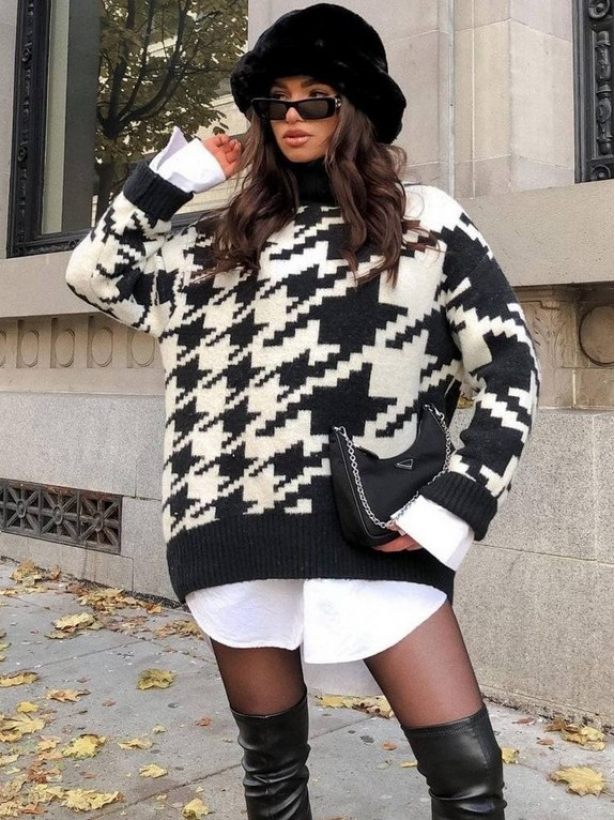 Длинный свитер в крупную гусиную лапку
