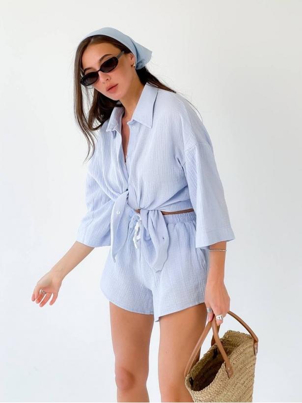Голубой костюм жатка рубашка и шорты