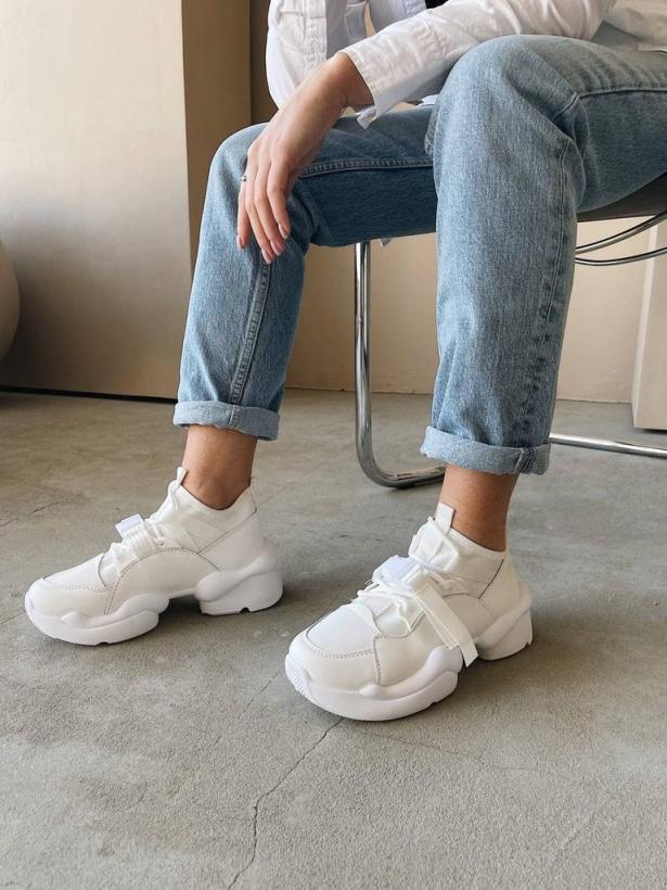Белые кроссовки с пряжкой Италия