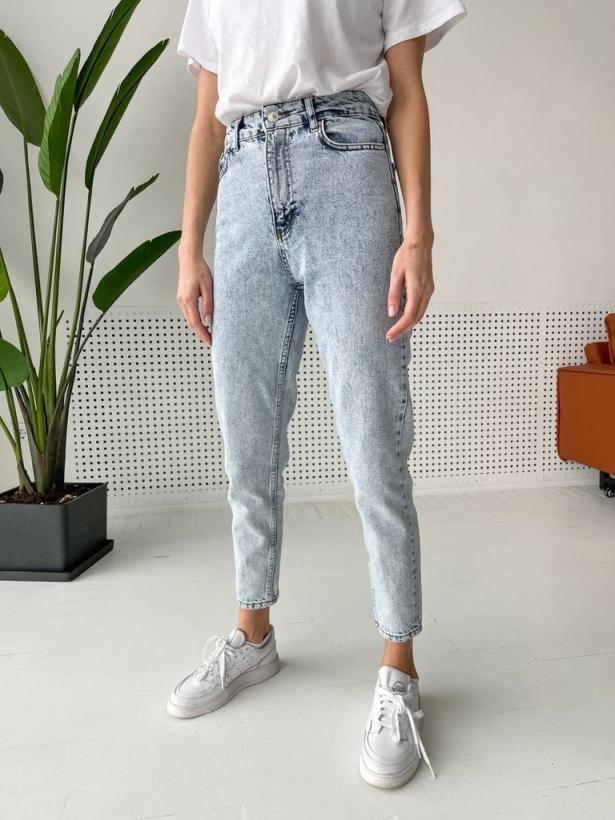 Серо-голубые вареные джинсы mom