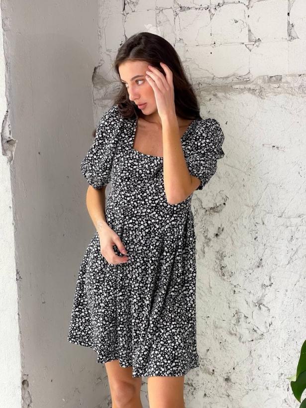 Черное платье в ромашки с открытой спиной