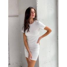 Белое платье футболка мини с вырезом на спине