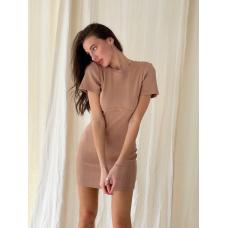 Бежевое платье футболка мини с вырезом на спине