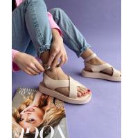 Бежевые сандалии на толстой подошве Италия