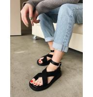 Черные сандалии на толстой подошве Италия