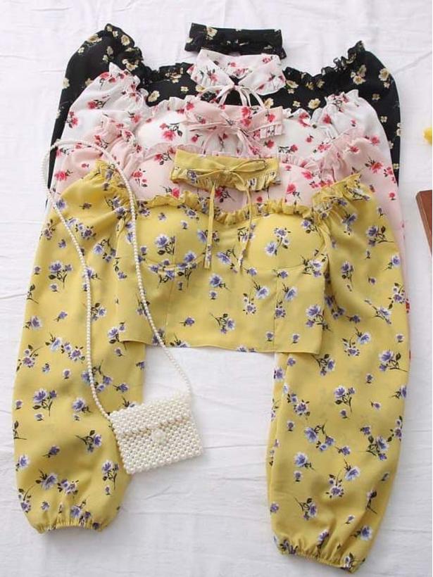 Блузка в цветочек с чокером