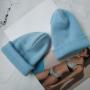 Небесно-голубая шапка бини