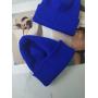Синяя шапка бини