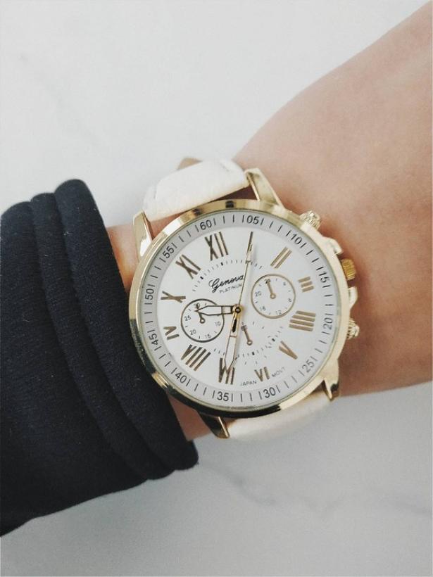 Белые часы Geneva с золотым оформлением