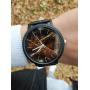Черные часы с коричневым мраморным циферблатом
