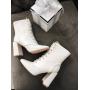 Белые ботильоны на каблуках со шнуровкой Италия