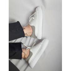 Белые кожаные кеды с серым задником