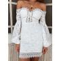 Белое кружевное платье с открытыми плечами
