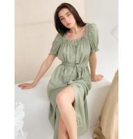 Фисташковое льняное платье миди